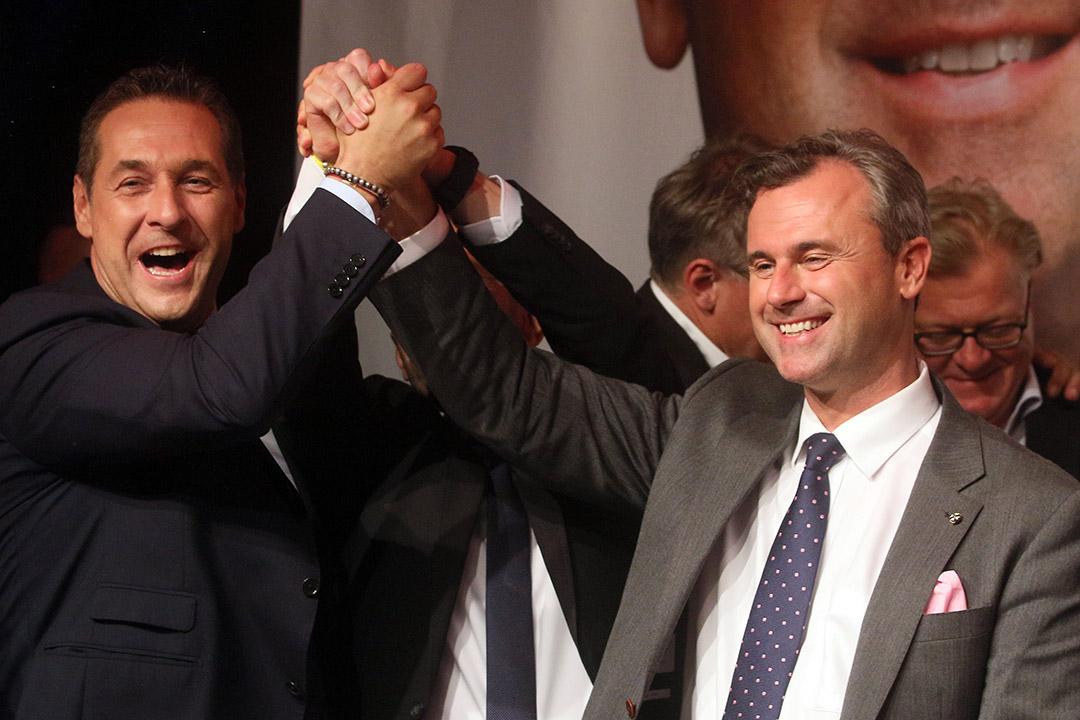2016年5月22日,奧地利自由黨主席海因茨•斯特拉赫(Heinz-Christian Strache,左)恭賀諾伯特•霍費爾(Norbert Hofer,右)當選奧地利總統。