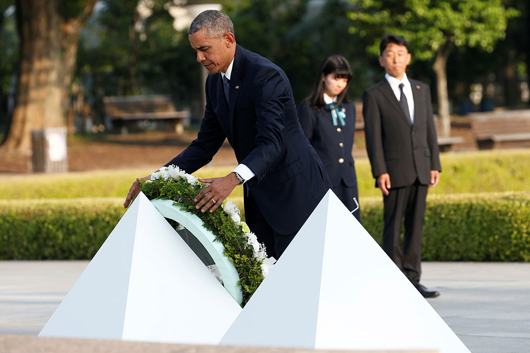 2016年5月27日,美國總統奧巴馬在廣島和平公園獻花。
