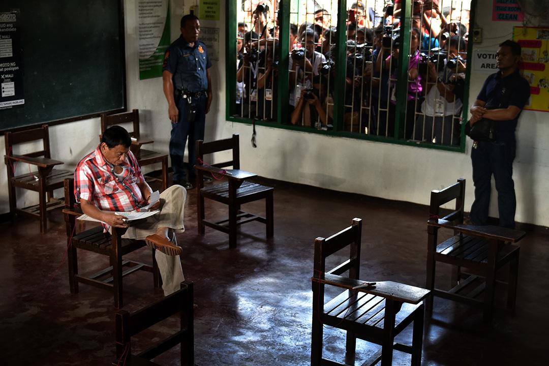菲律賓總統杜特地在投票日投票。