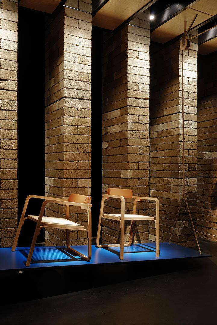 Hermès的Oria chair以木、藤為主要物料,品牌簽名式的皮革則應用在椅背。攝:Leo Chan