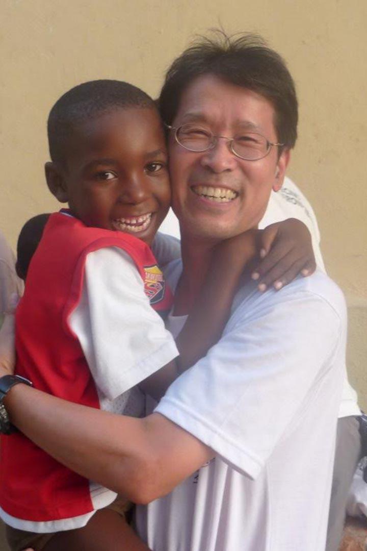 在診所營營役役多年後,Ryan的少年夢在終於在非洲實現。受訪者提供
