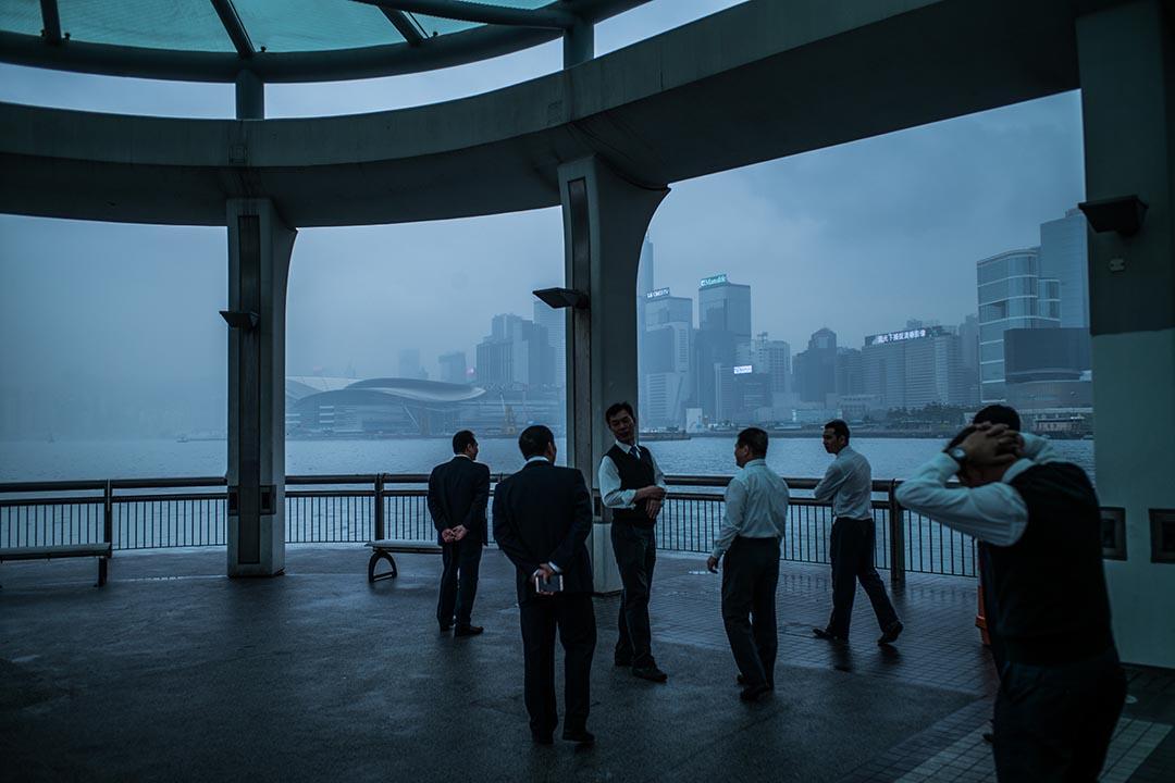 香港需維持並提高其國際平台的競爭力,進一步發展其在「一國兩制」之獨特強項,特別是香港在經濟自由、新聞自由、資訊自由及政府廉潔透明的優勢,及維護公平開放的營商環境和公正的司法制度。