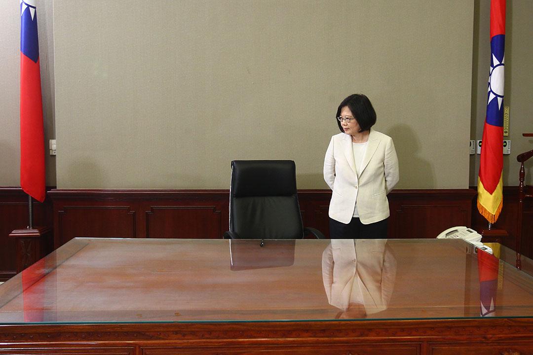 2016年5月20日,台北,台灣總統蔡英文宣誓就職儀式結束後回到總統辦公室。
