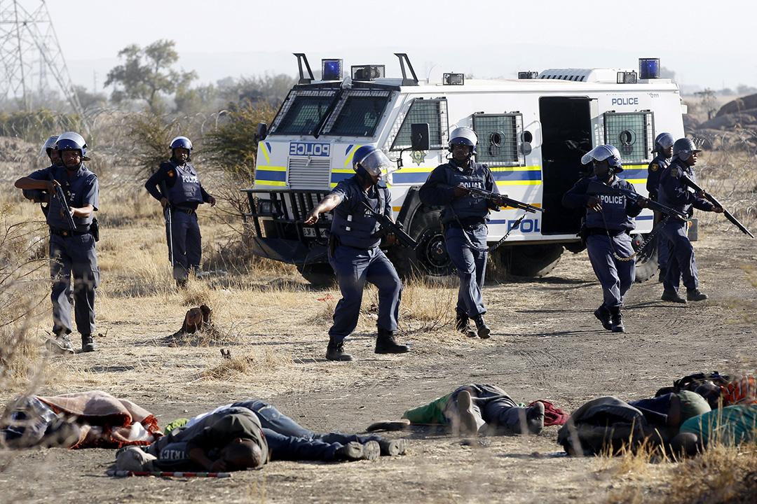 南非 - 馬里卡納礦工罷工 - 2012年8月16日 - 南非一個白金礦有3,000工人罷工,警方驅散工人時,雙方爆發衝突,警方開槍射殺工人,造成34人死亡。