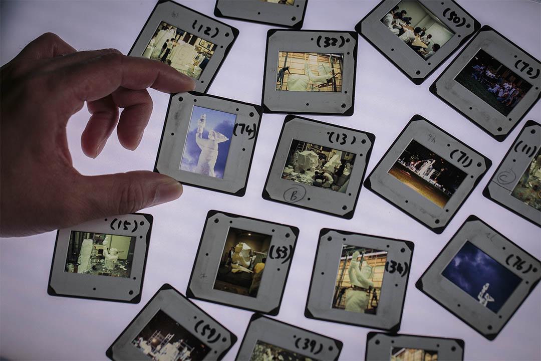 八九民運後,紀錄香港重塑民主女神像的幻燈片。