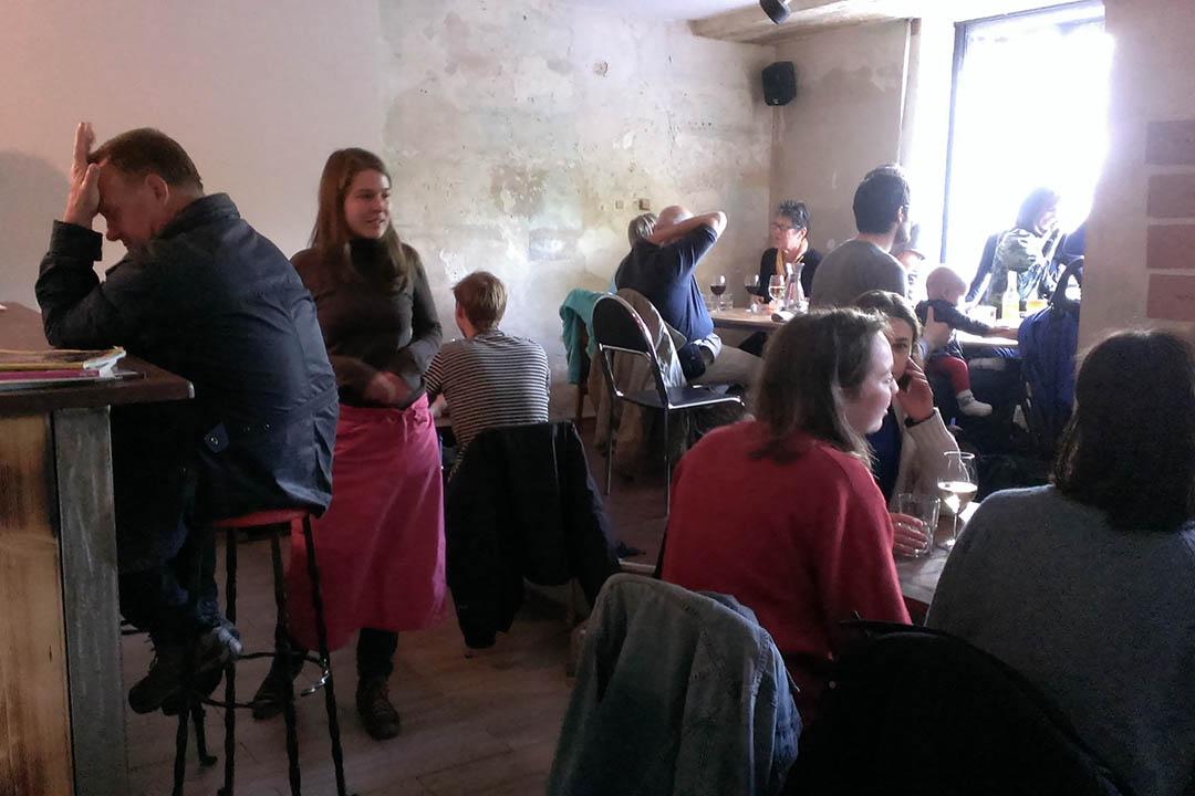 餐廳坐無虛席。