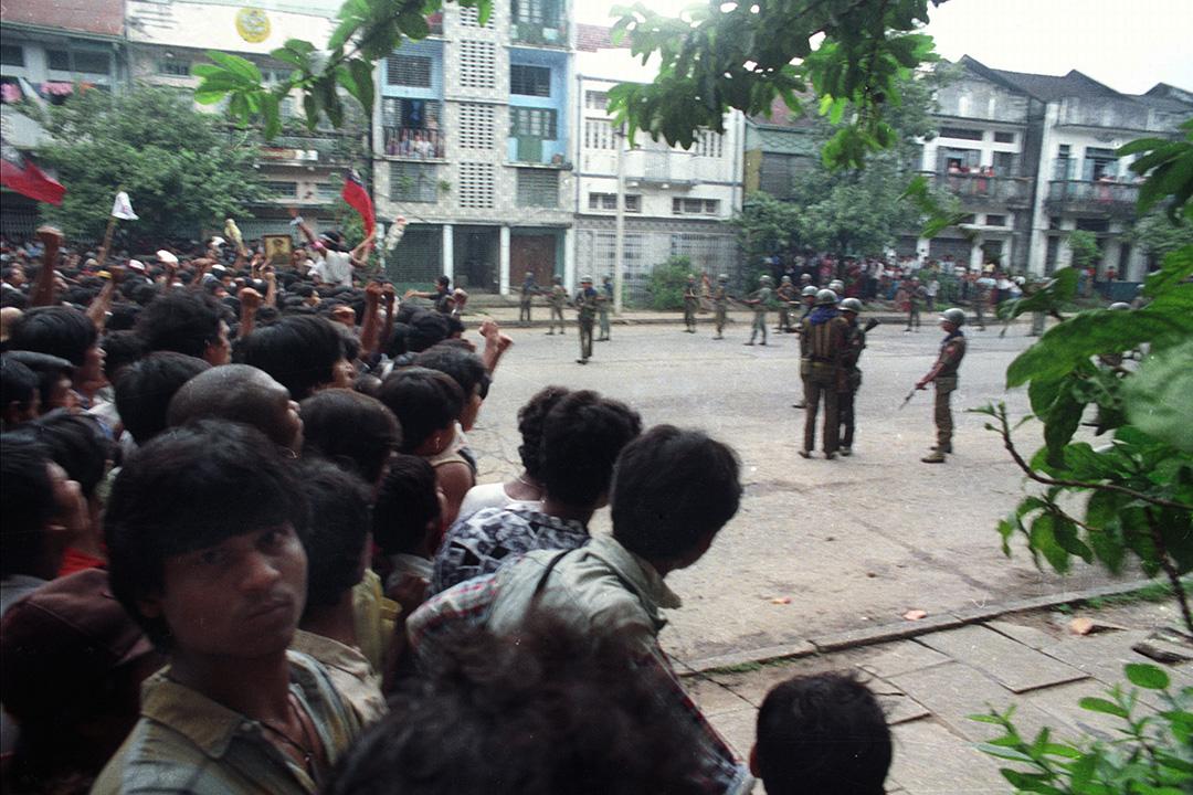緬甸 - 8888民主運動 - 1988年8月8日 - 緬甸全國各地發動大型抗議示威行動要求爭取民主。軍政府強硬鎮壓抗議者,於全國各主要城市,對示威者不加區別開火射擊殺害。抗議運動在軍政府的血腥鎮壓之下結束,估計三千至一萬人死亡。