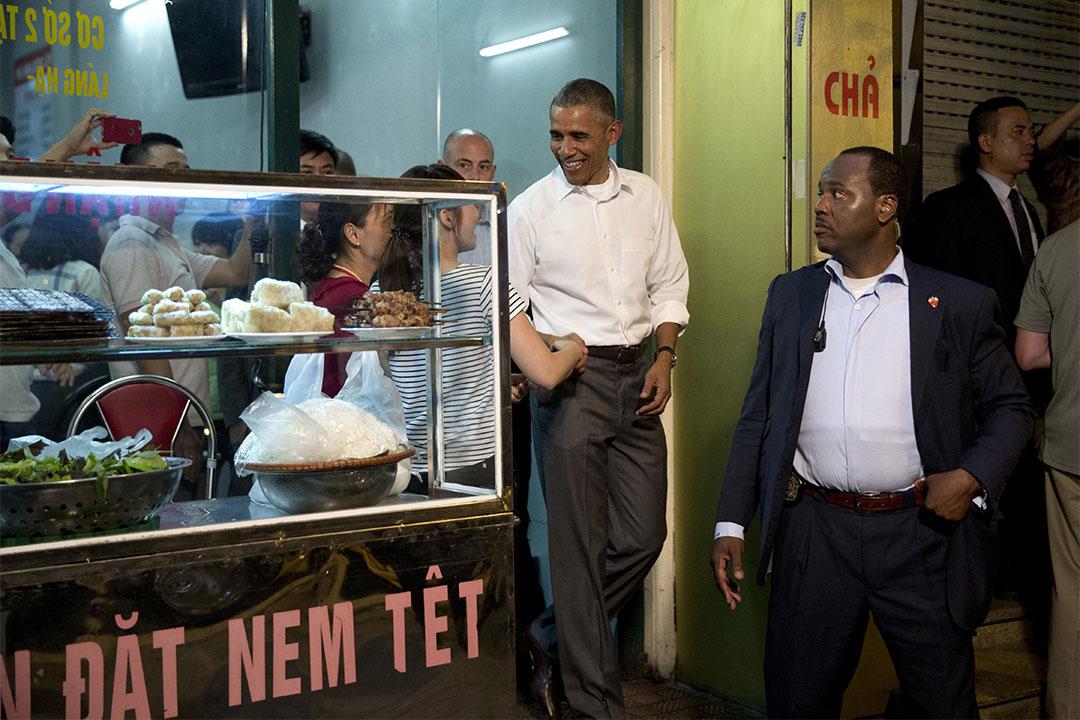 美國總統奧巴馬訪問越南期間,到訪當地一餐廳用膳。