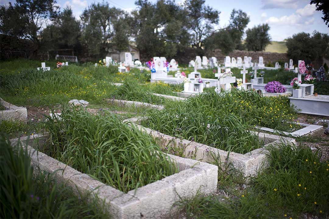 圖為希臘一個墓地。