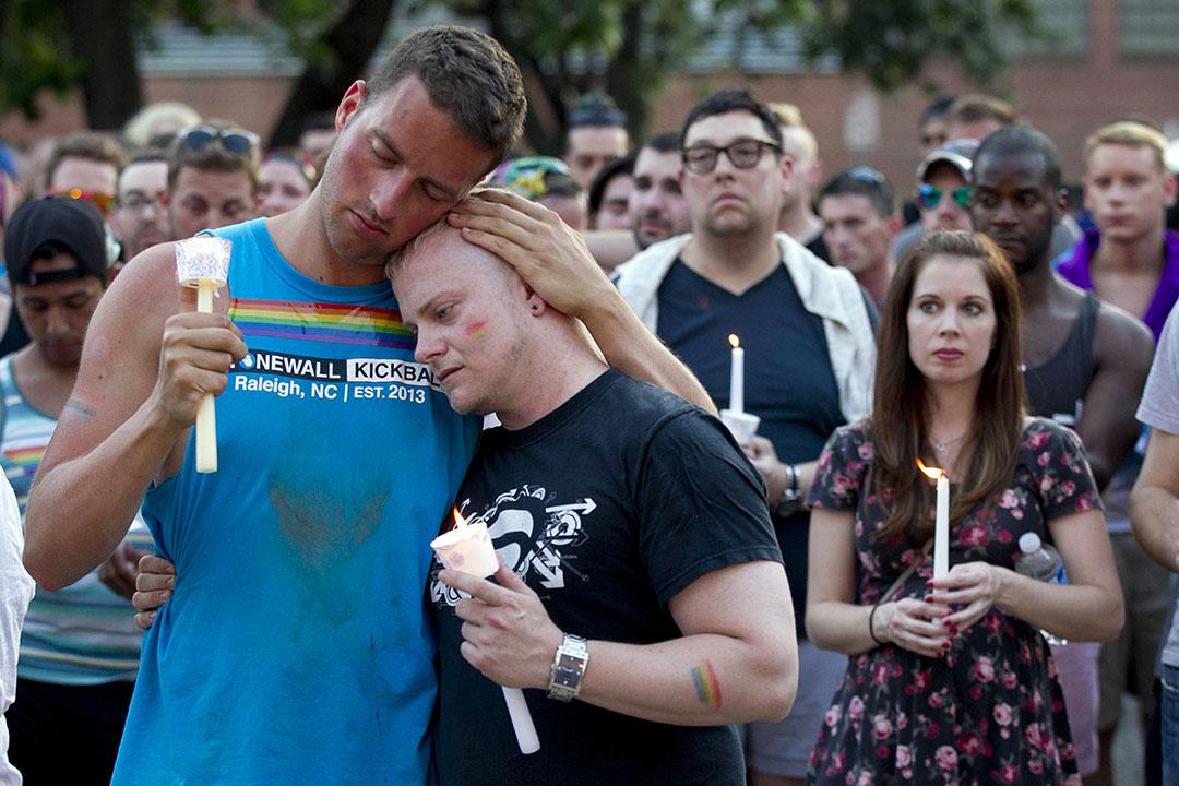 美國民眾悼念槍擊案死難者。