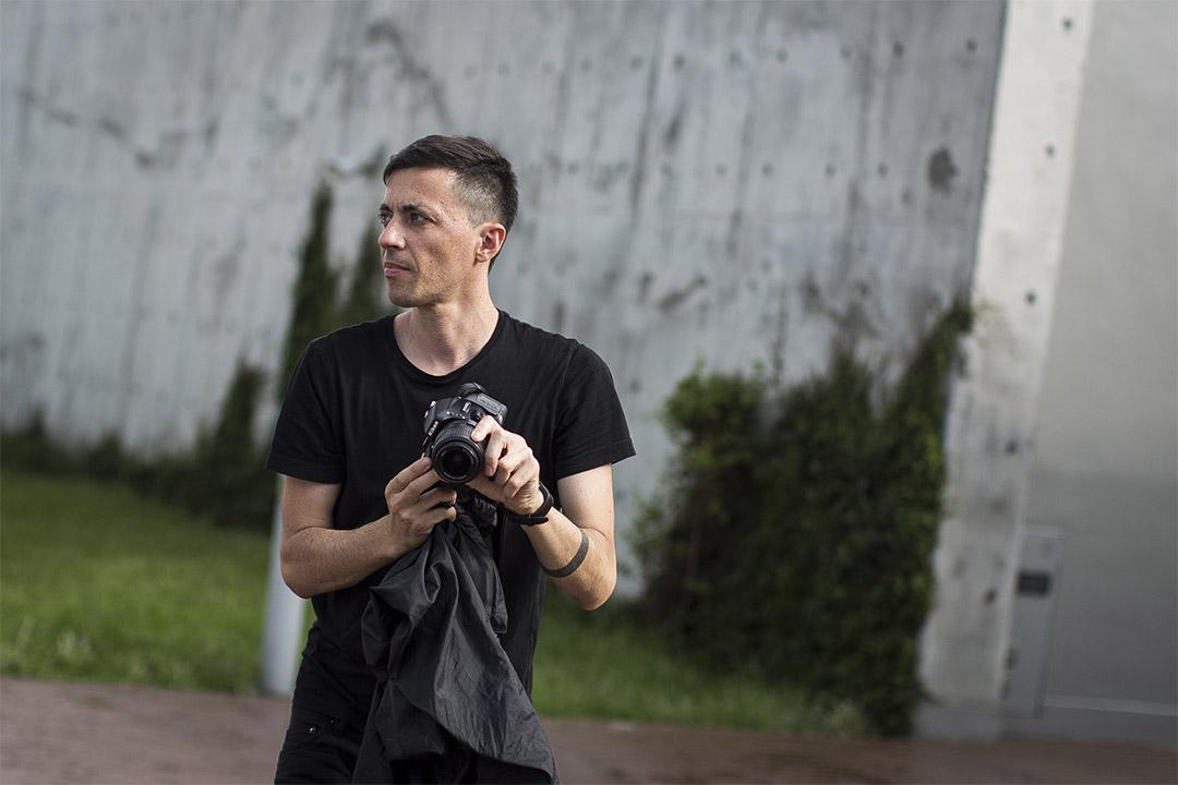 意大利新媒體藝術家 Paolo Cirio 常以攝影和3D打印技術作媒界進行創作。