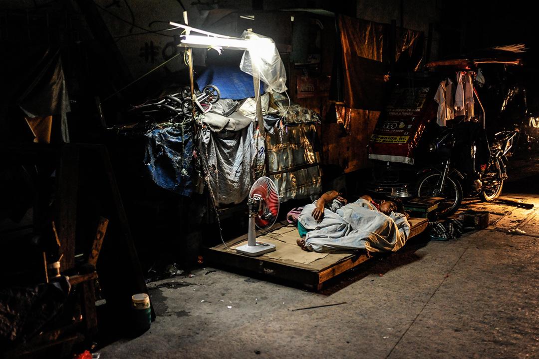 2016年6月22日,菲律賓馬尼拉,兩個露宿街頭的男孩。