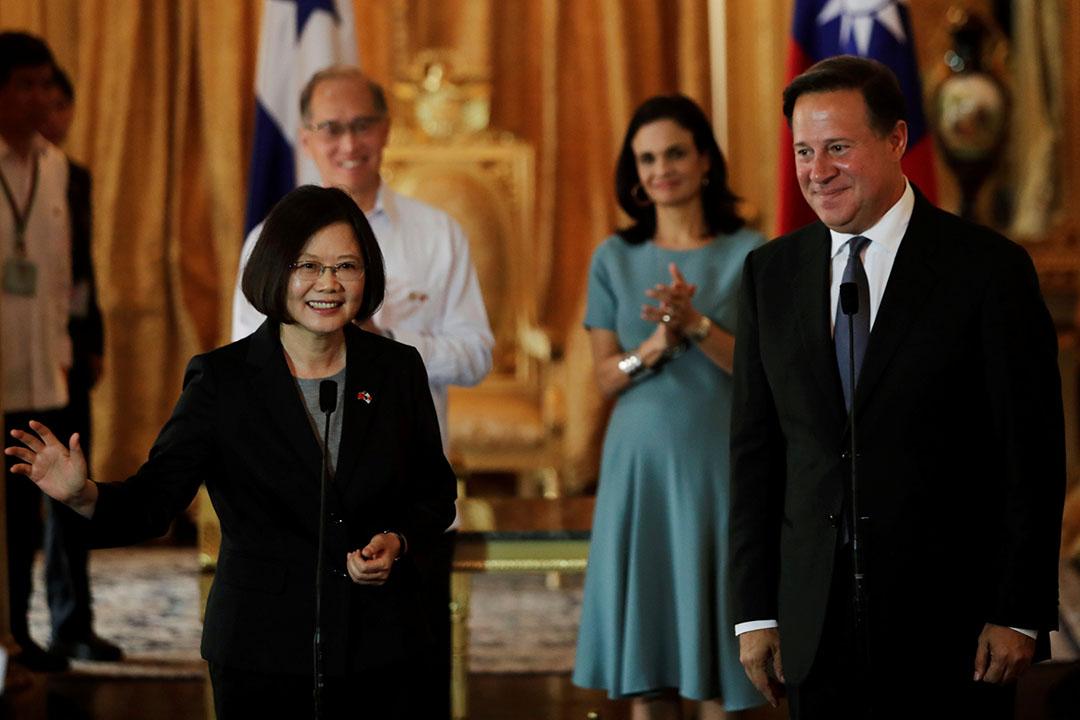 2016年6月27日,巴拿馬,台灣總統蔡英文出訪巴拿馬,與巴拿馬總統瓦雷拉(Juan Carlos Varela)會面。