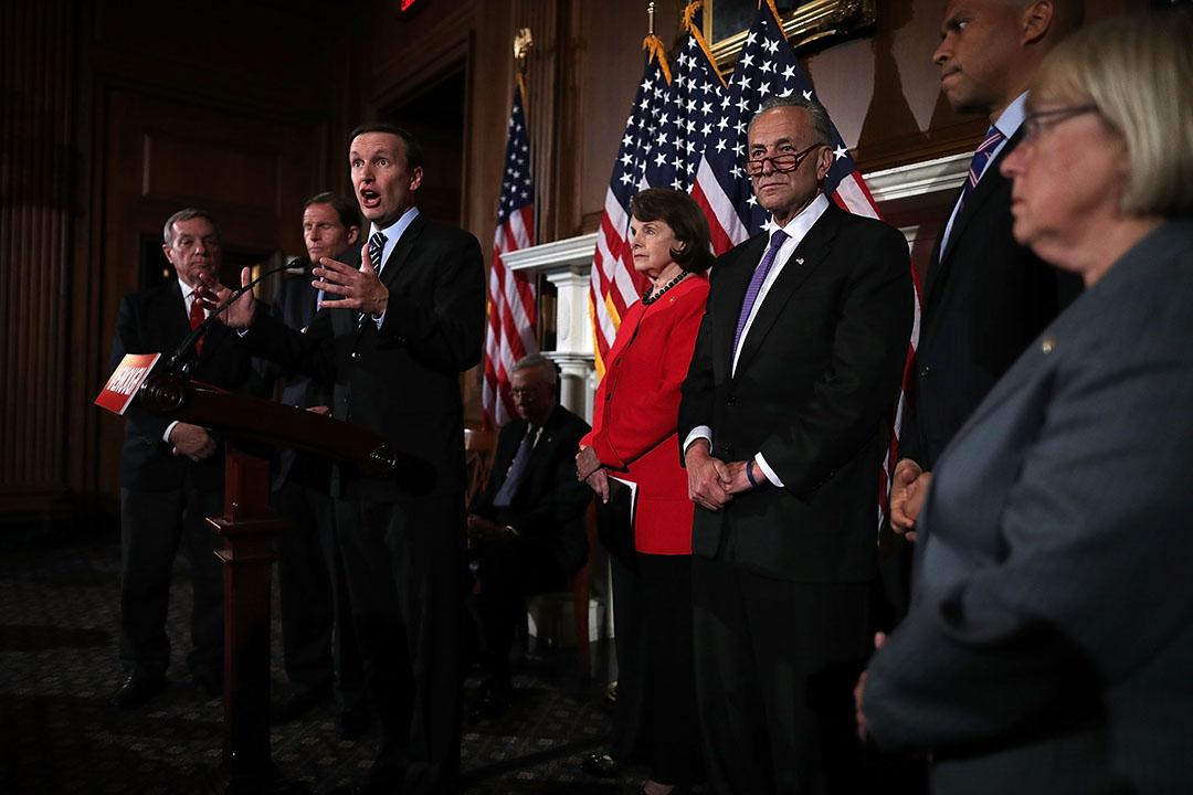 2016年6月20日,美國華盛頓,一眾參議員出席一個有關槍械管制的記者會。