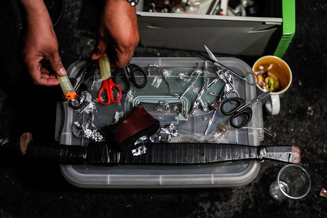 2016年6月16日,菲律賓馬尼拉,警方在毒品掃蕩行動中搜出冰毒和多樣吸毒用具。