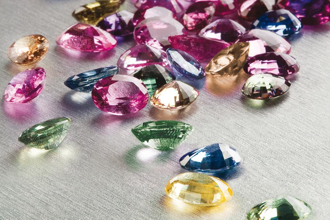 從紐約到印度的齋浦爾 (Jaipur)、從斯里蘭卡的科倫坡 (Colombo) 到日內瓦,BVLGARI的專業珠寶採購人員必須不斷在全球各地市場蒐集珠寶,只為尋找最珍貴的寶石。