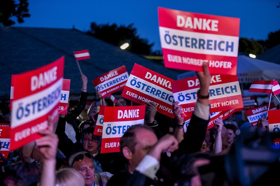 極右翼奧地利自由黨支持者出席造勢晚會。