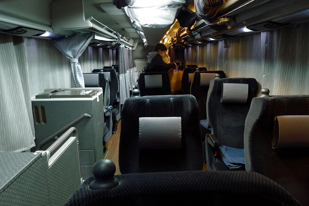 夜行巴士車廂。