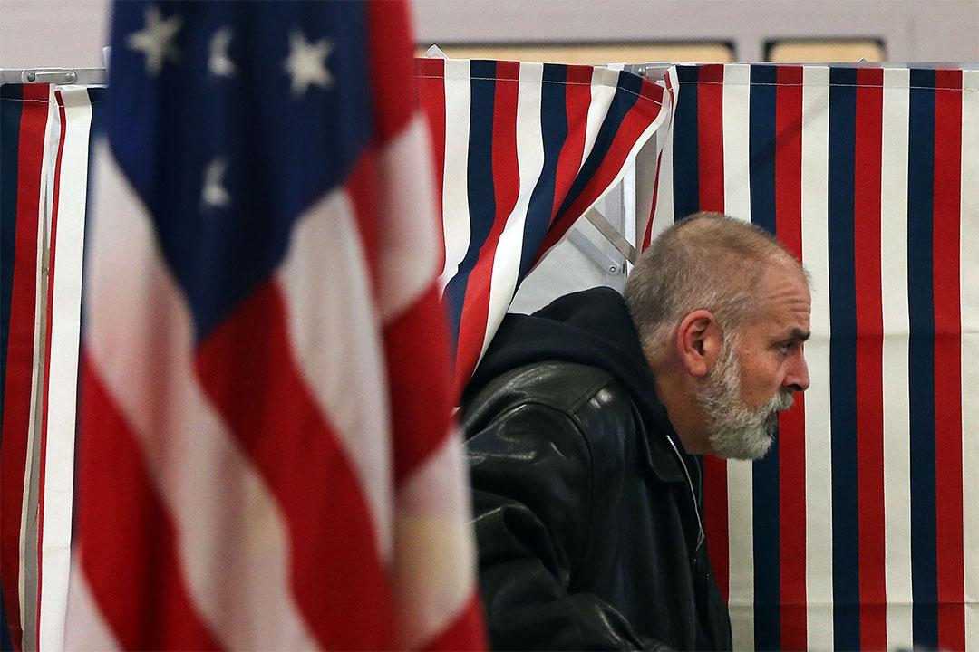 2016年2月9日,美國新罕布什爾州,市民投票後離開。