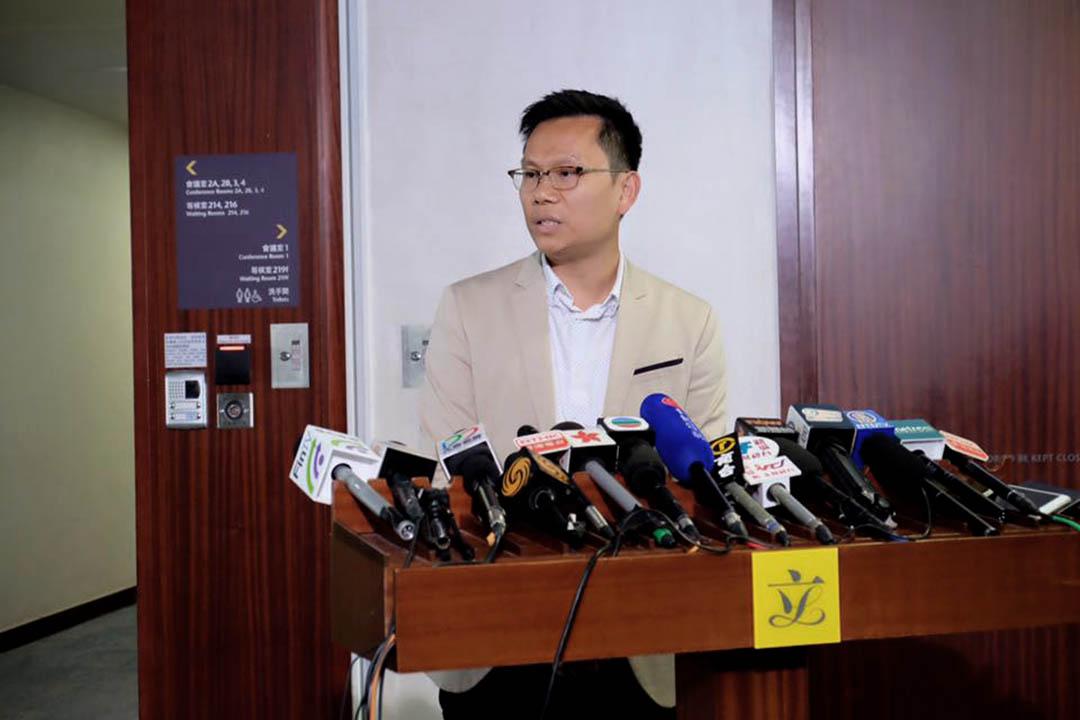 立法會議員陳恒鑌。