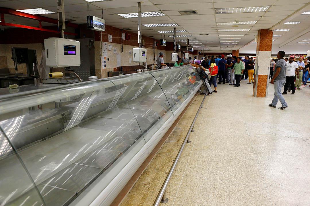 委內瑞拉加拉加斯一間超級市場貨物比市民搶購一空。