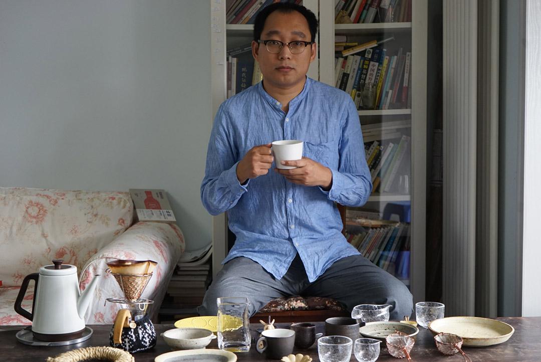 劉春甫專售日本手工食器,同時是一位互聯網推廣商。
