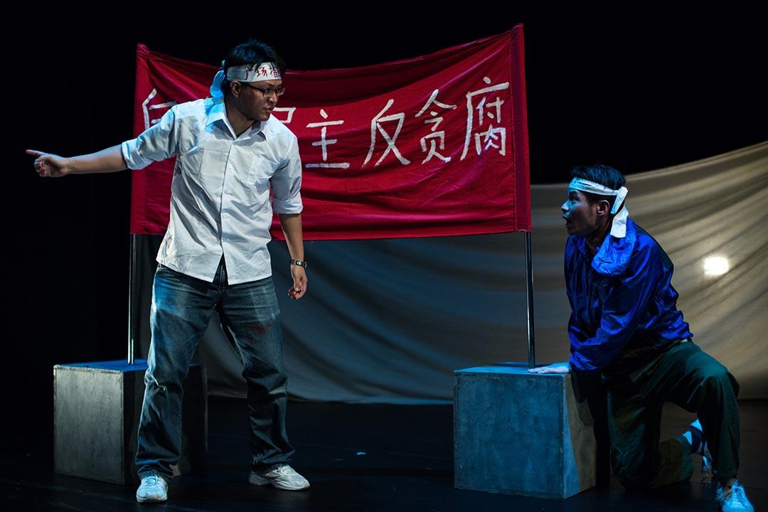 六四舞台於2012年提出劇目《讓黃雀飛》,追憶六四事件後,以香港為首的人士秘密營救逃亡學運領袖的行動。