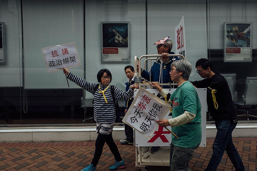 2016年1月10日,支聯會舉行遊行表示關注李波「被消失」事件,期間有遊行人士戴上李波的面具。