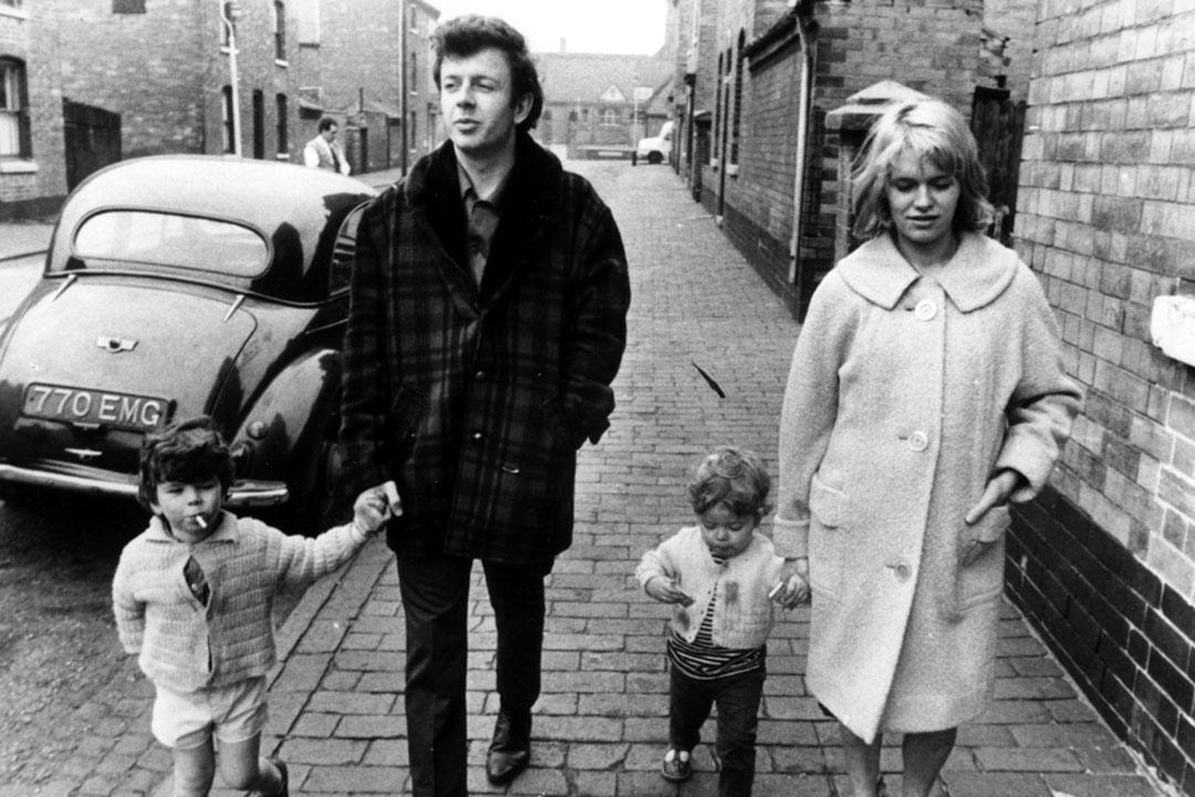 Ken Loach 五十年前的成名作《Cathy Come Home》。