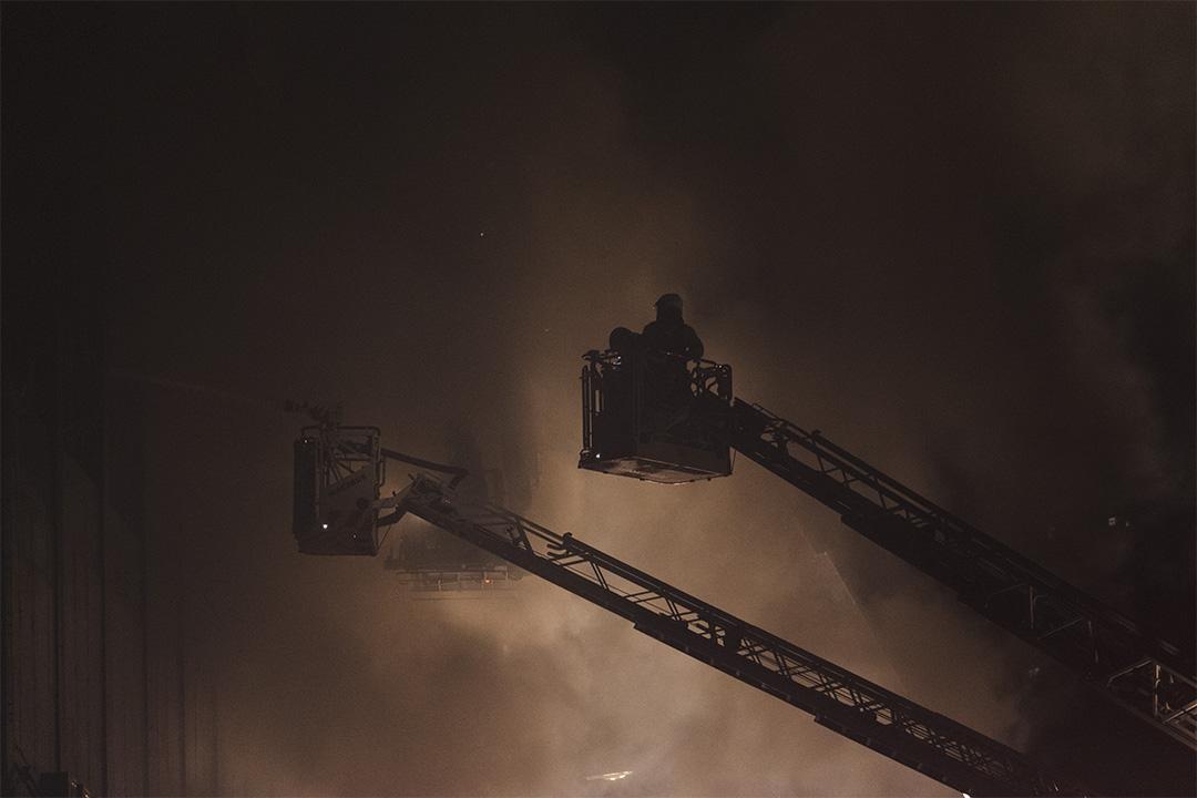 至二零一六年六月二十一日晚上,火災已發生了超過十二小時,升級為四級火。