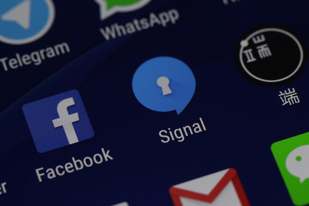 由於埃及政府監控facebook, 當地記者和社會活躍分子 轉用新通訊軟件 Signal 。
