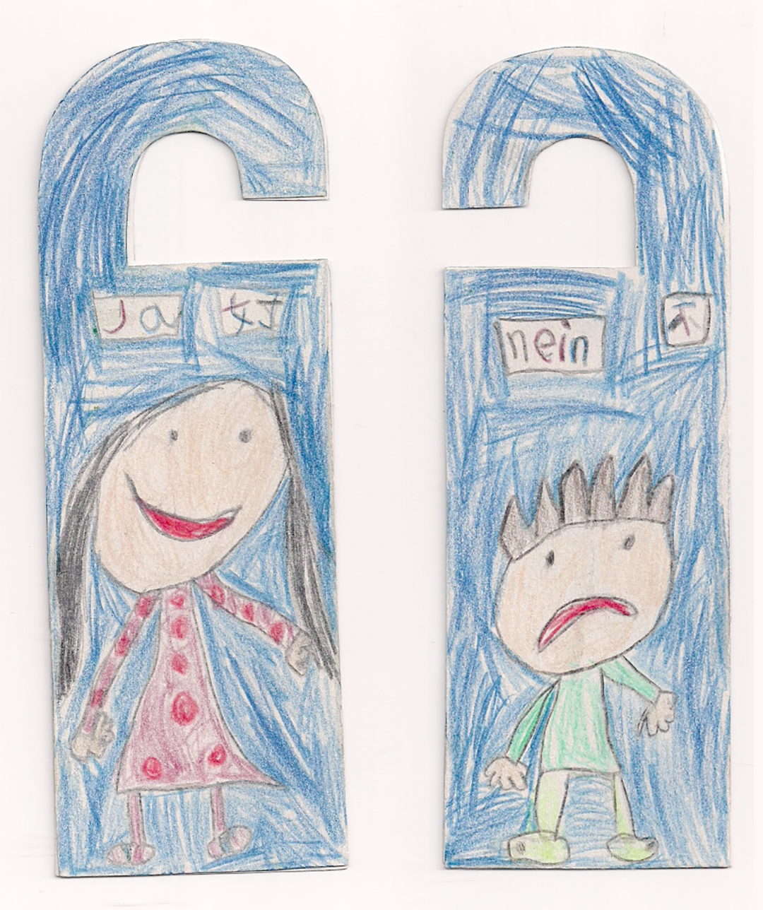 筆者女兒Ka製作的雙語門牌,女生代表「是」,男生代表「不」,體現了她對性別的理解。