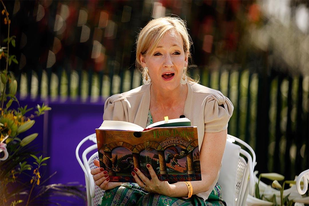 圖為JK羅琳2010年在美國白宮的復活節滾彩蛋比賽中講故事。