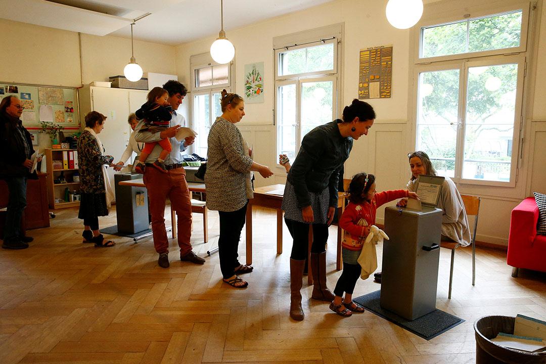 瑞士全民公投表決「無條件基本收入」(UBI)提案。