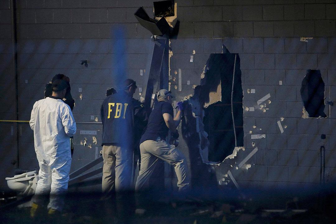 槍擊案現場留下大量彈孔。