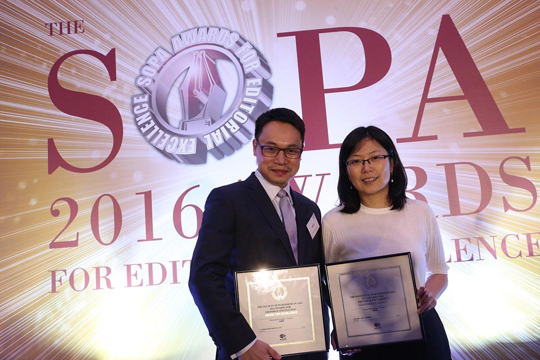 端傳媒創辦人蔡華和執行主編張潔平出席「亞洲卓越新聞獎」頒獎典禮。