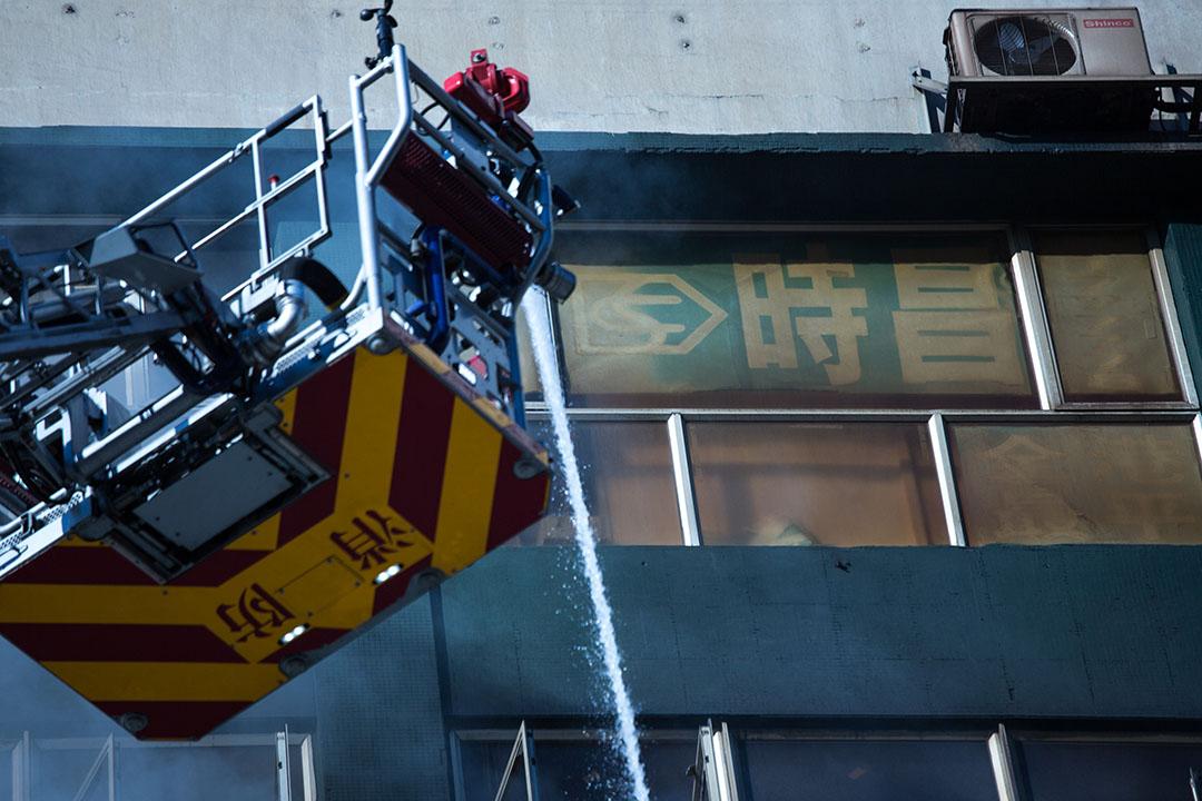 牛頭角淘大工業邨第一座時昌迷你倉發生四級大火。