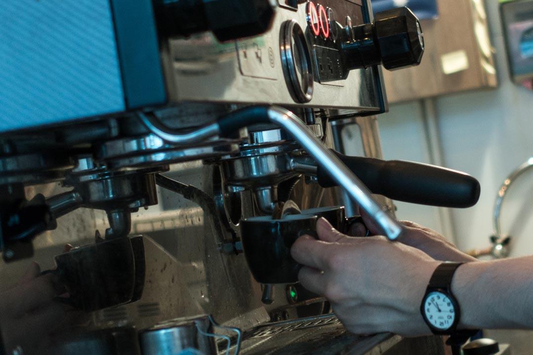 店裏能找到澳洲咖啡館常見品類,比如 Piccolo、Flat White及Chai Latte。