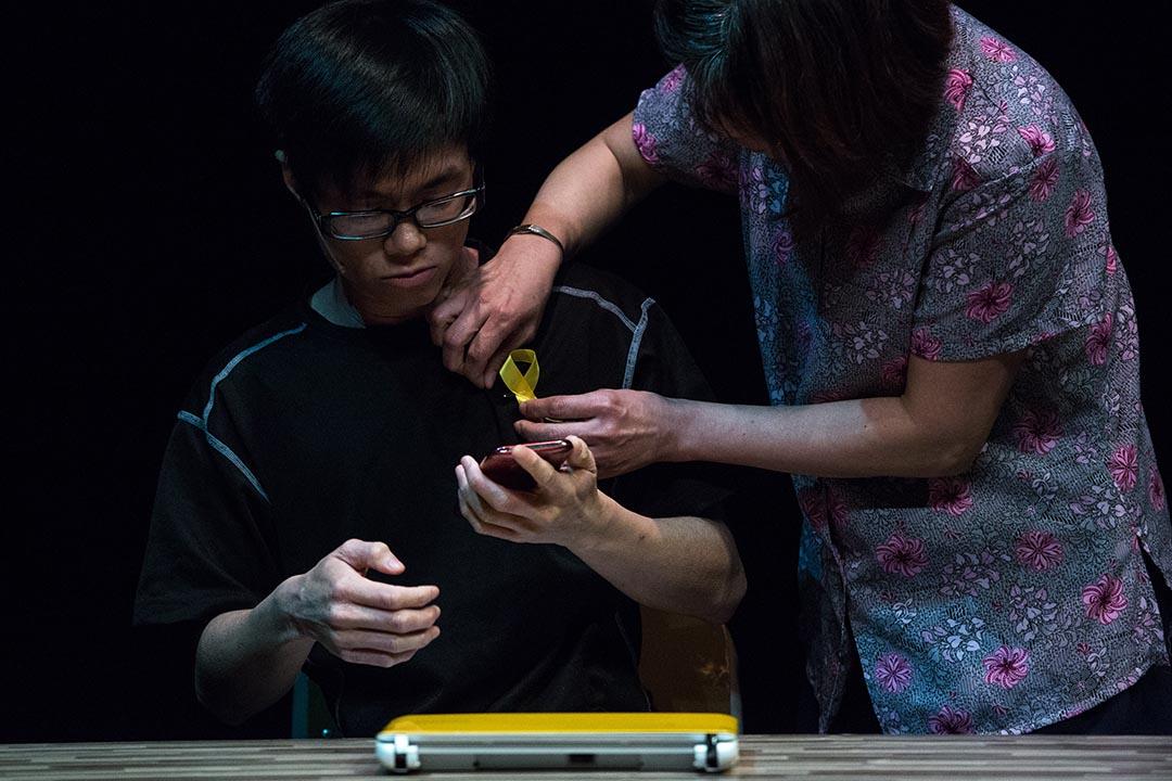 六四舞台2015年推出新劇目《那年我的孩子十七歲》,劇情訴說香港雨傘運動時,支持佔領的香港學生偉仔的家裏突然來了表姨婆,20多年前,表姨婆的女兒正是在八九學運中遇難。