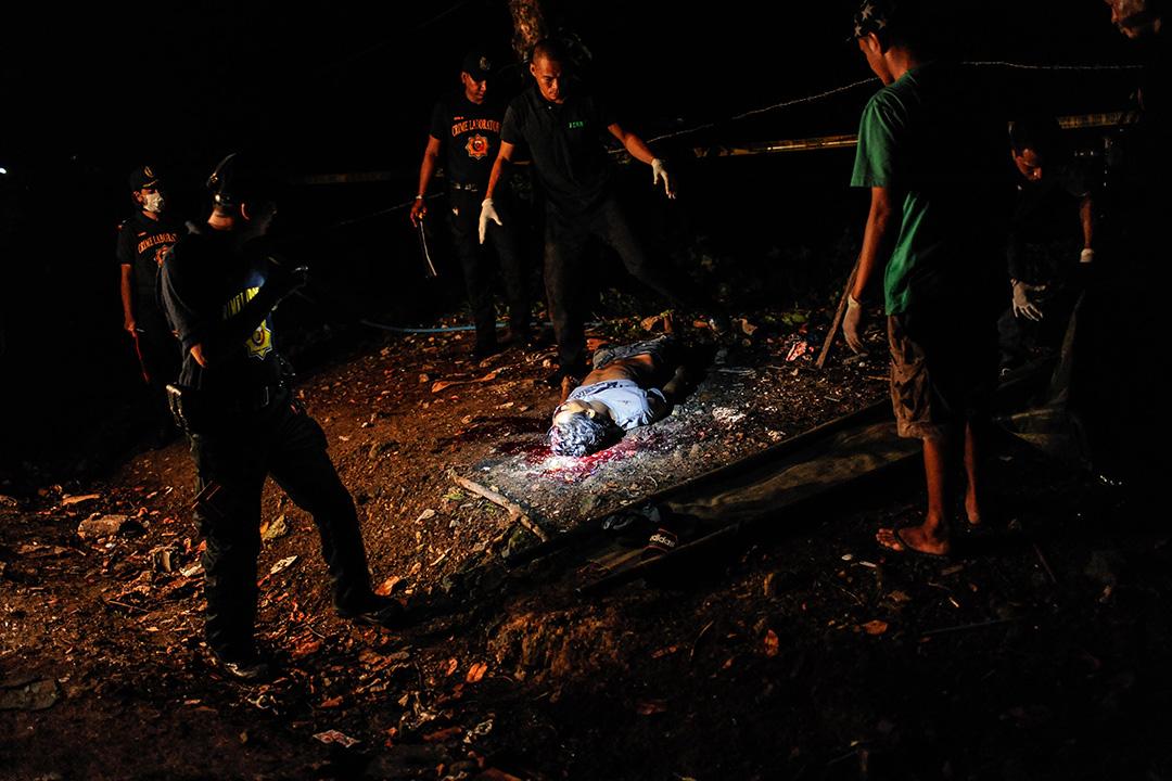 2016年6月25日,菲律賓馬尼拉,警察緝毒行動中,一名毒販被槍殺。