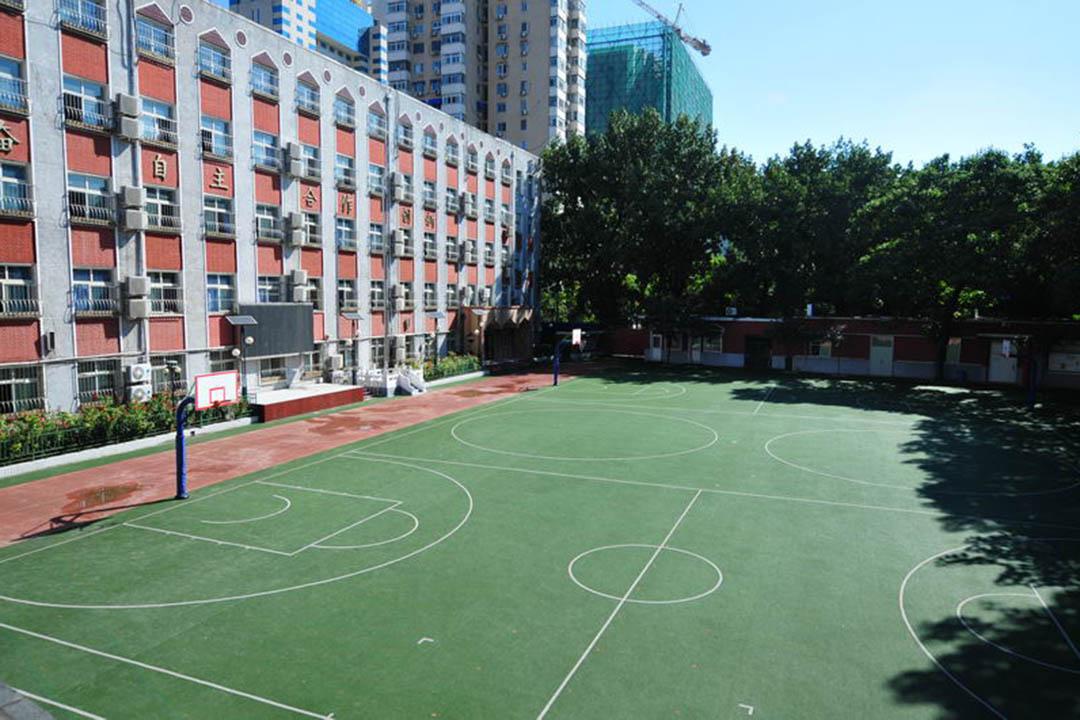 北京第二實驗小學白雲路分校操場。