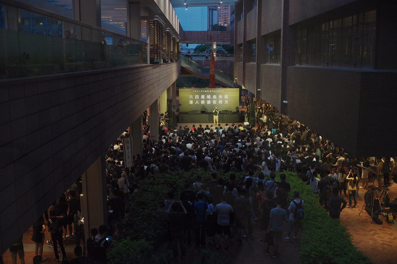 香港大學學生會於港大校園舉行六四廿七周年晚會。