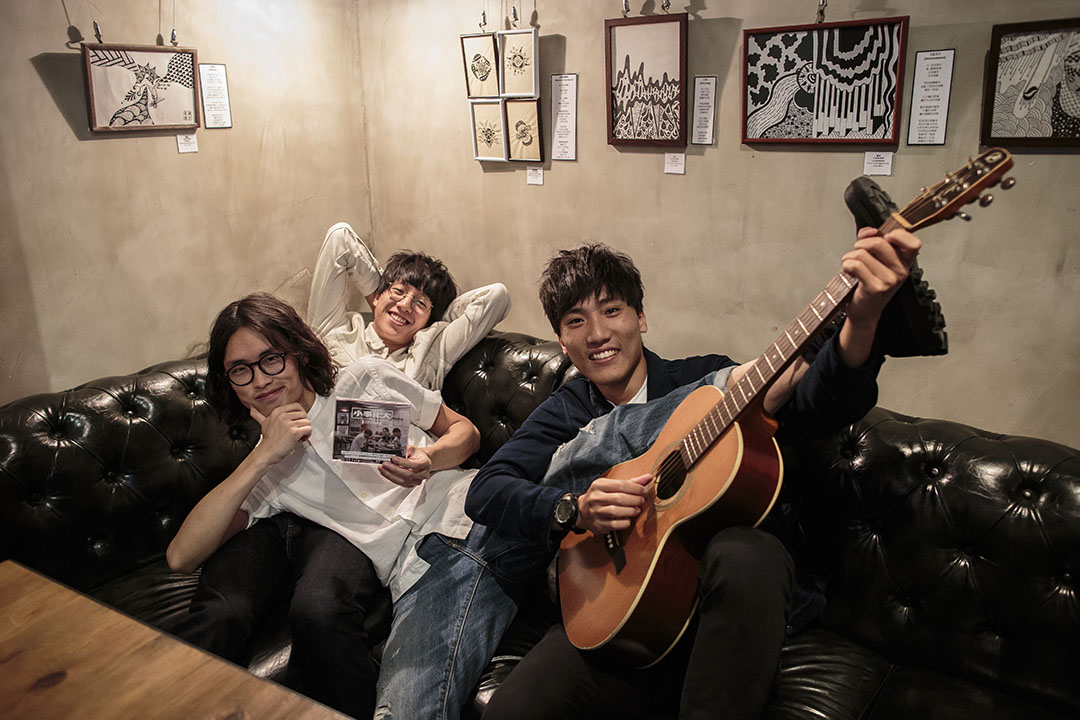 本土獨立樂隊新青年理髮廳三位成員「發仔」、「Showroom」及「歐陽」。