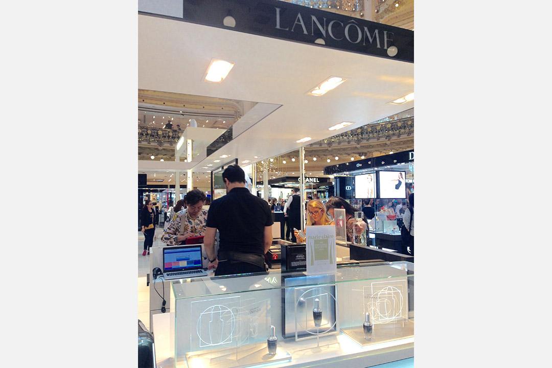 巴黎老佛爺的蘭蔻專櫃。