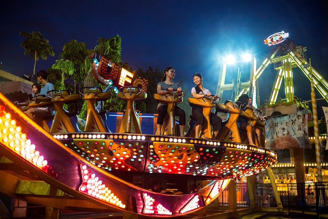 要「做中國的迪士尼」的深圳歡樂谷,主打動態遊樂設施,且不斷進化,加強遊樂設施的刺激指數。