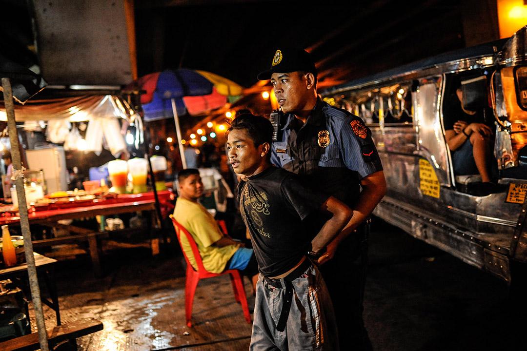 2016年6月20日,菲律賓馬尼拉,經過街頭追逐後,一個搶劫犯被捕。