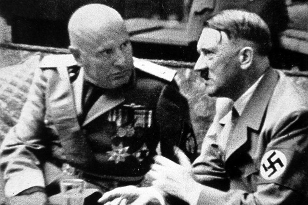 1938年,墨索里尼與希特拉在德國慕尼黑會面。