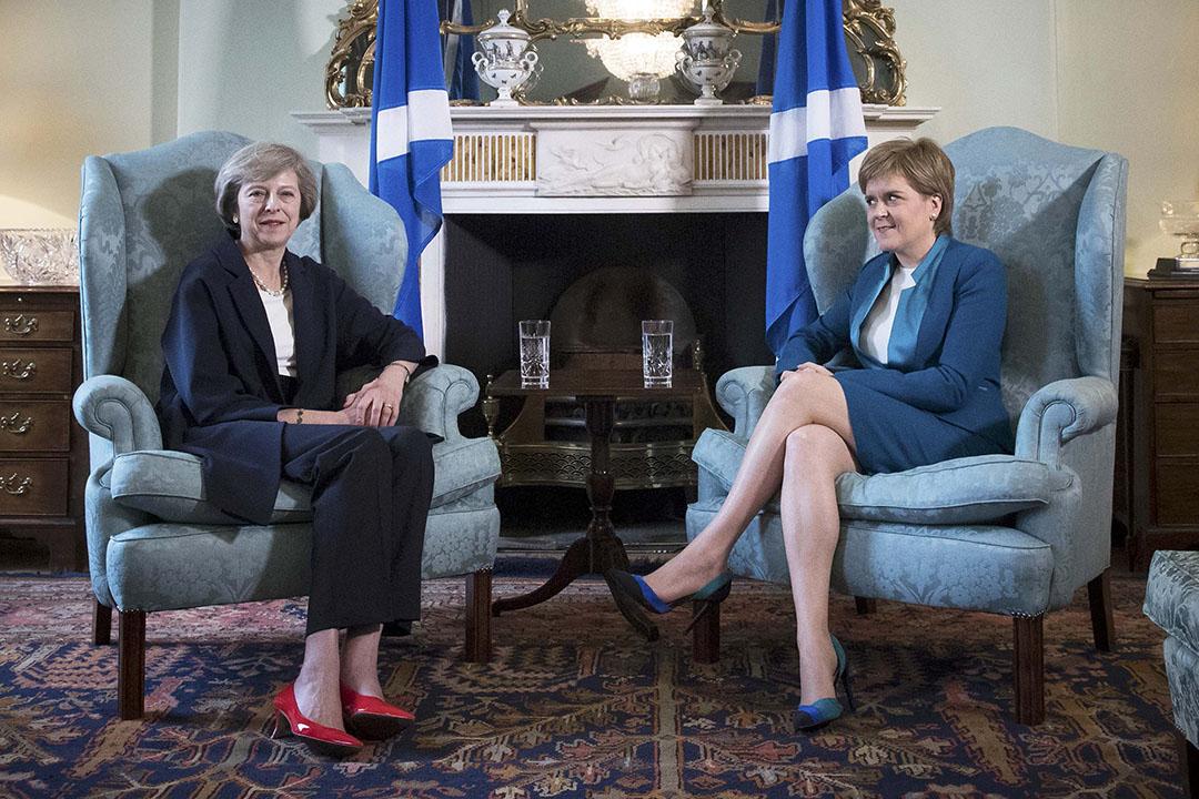 2016年7月15日,蘇格蘭的愛丁堡,英國新任首相文翠珊(Theresa May )與蘇格蘭首席部長尼古拉-斯特金(Nicola Sturgeon)進行會面。