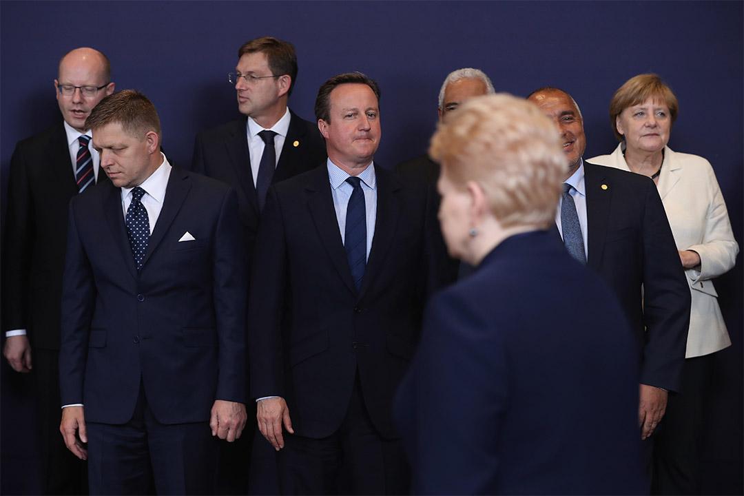 2016年6月28日,英國首相卡梅倫出席歐盟峰會時與多國元首等候合照。