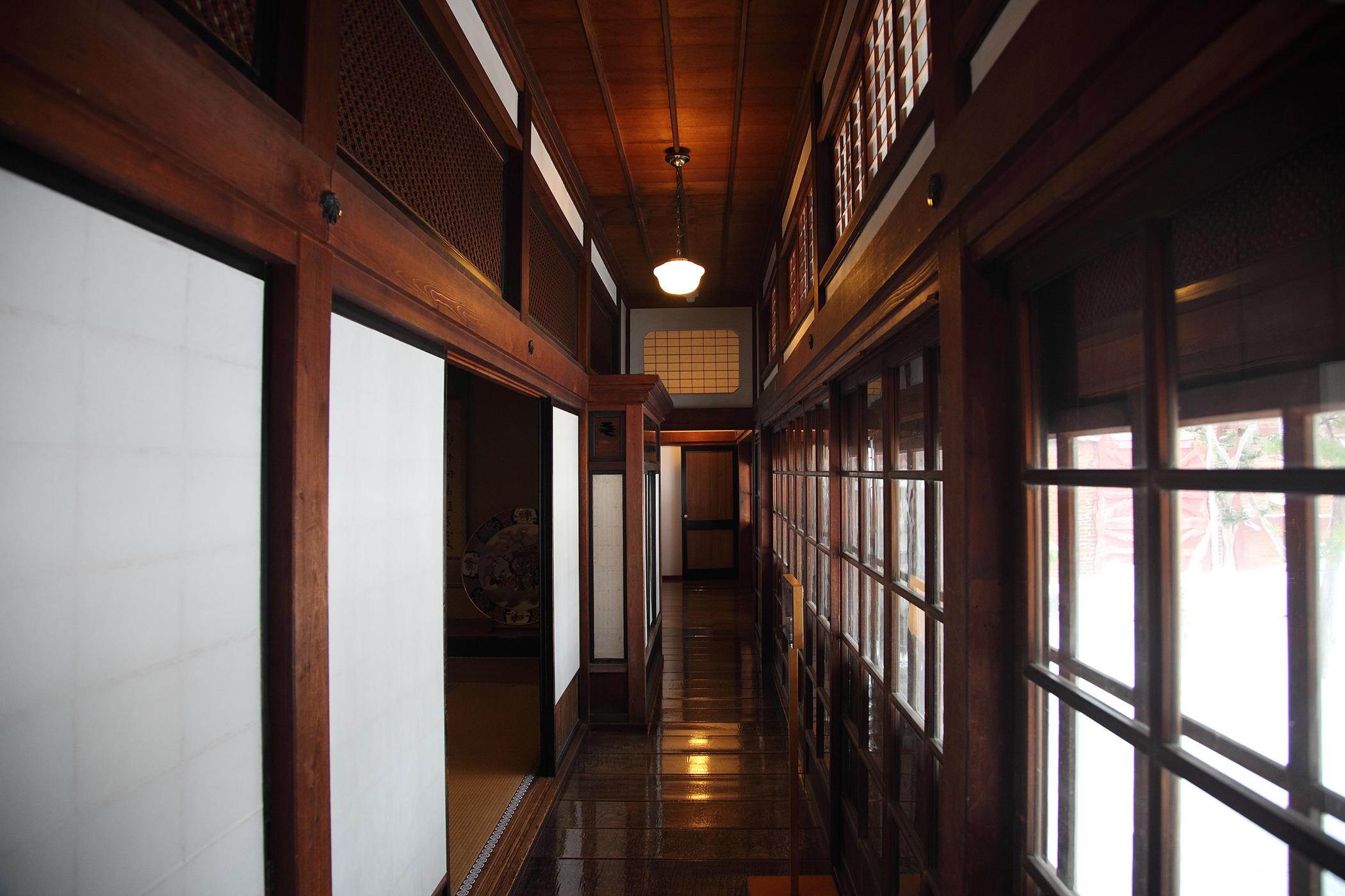 太宰治故居斜陽館一樓空間。